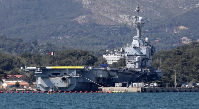 Tàu sân bay Charles de Gaulle của Pháp tại căn cứ Hải quân ở Toulon, Pháp, ngày 16/4/2020. Ảnh: REUTERS.