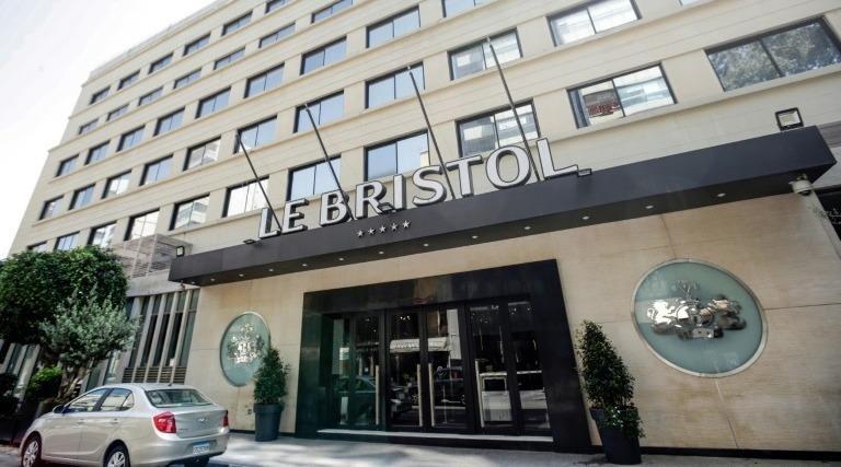 Mặt tiền của khách sạn Bristol, ngày 18/4/2020 tại Beirut. Ảnh: AFP