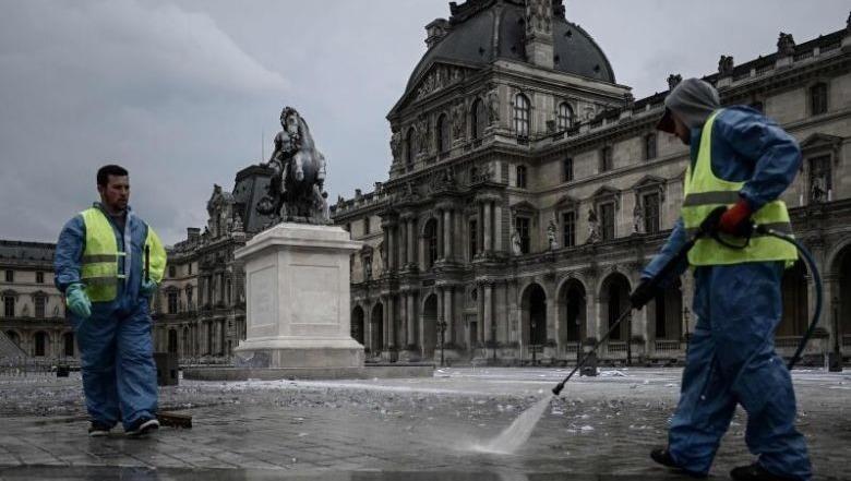 Có dấu vết virus corona trong nước rửa đường Paris