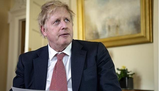 """Thủ tướng Anh Boris Johnson sắp trở lại với một """"quyết định chính trị khủng khiếp""""?"""
