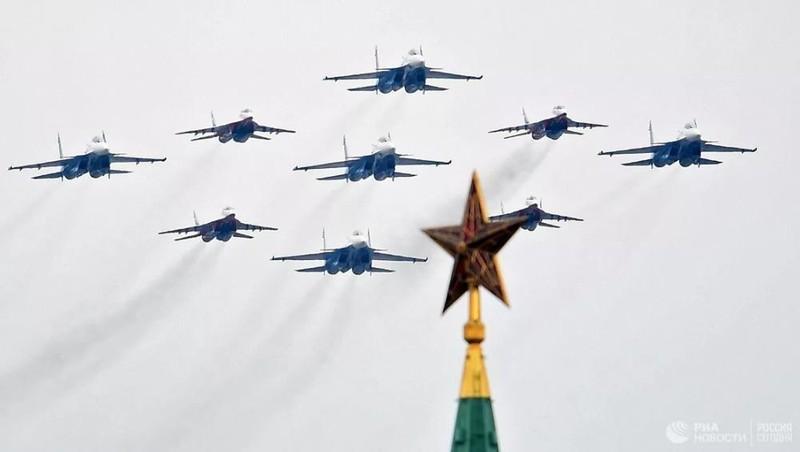 Xem Nga diễu binh Ngày Chiến thắng trên bầu trời