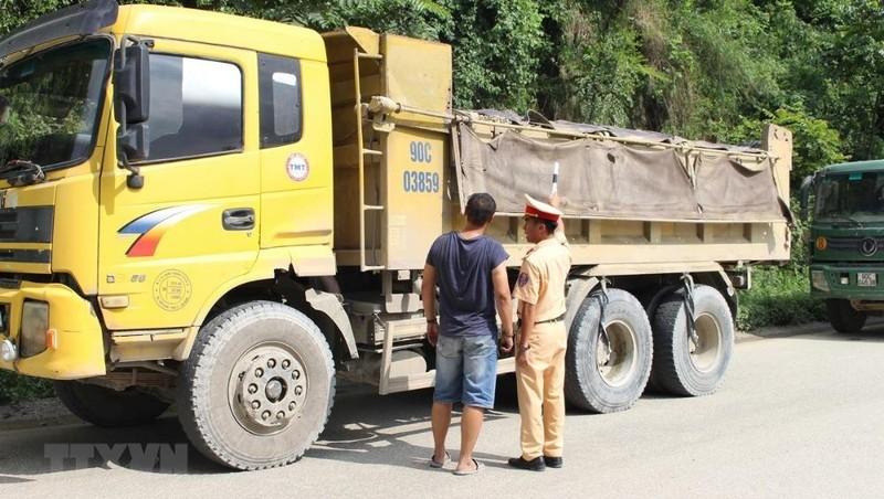 Truy tố 5 cán bộ thanh tra giao thông bảo kê logo ''xe vua'' ở Hà Nội