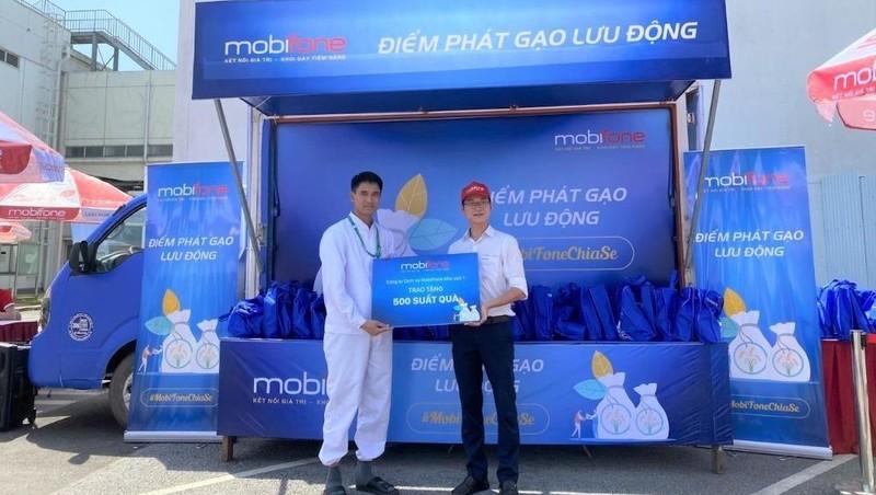 Nối tiếp xe tải gạo, MobiFone liên tục lan toả tinh thần chia sẻ đến cộng đồng