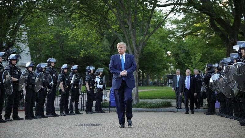 Tổng thống Trump muốn triển khai 10.000 quân đến Washington