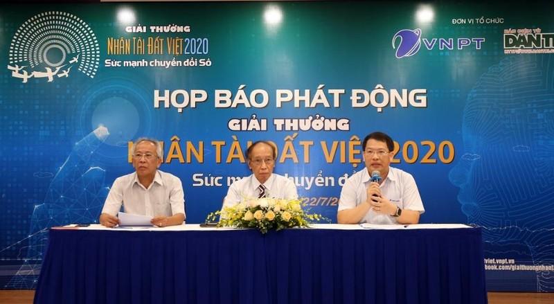 Đại diện Ban tổ chức Giải thưởng Nhân tài Đất Việt 2020 trao đổi với các cơ quan báo chí.