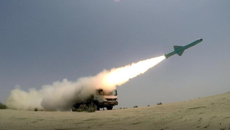 Tên lửa tự sản xuất của Iran trong một cuộc tập trận.
