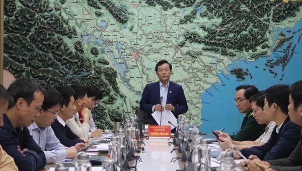 Phó Tổng cục trưởng Tổng cục Phòng chống thiên tai Nguyễn Văn Tiến chỉ đạo cuộc họp.