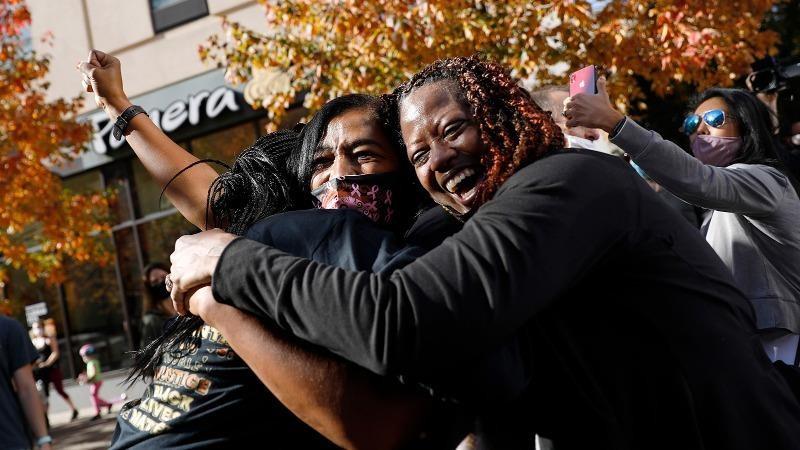 Người dân Mỹ đổ ra đường ăn mừng khi truyền thông công bố ông Joe Biden đắc cử Tổng thống thứ 46. Ảnh: CNN