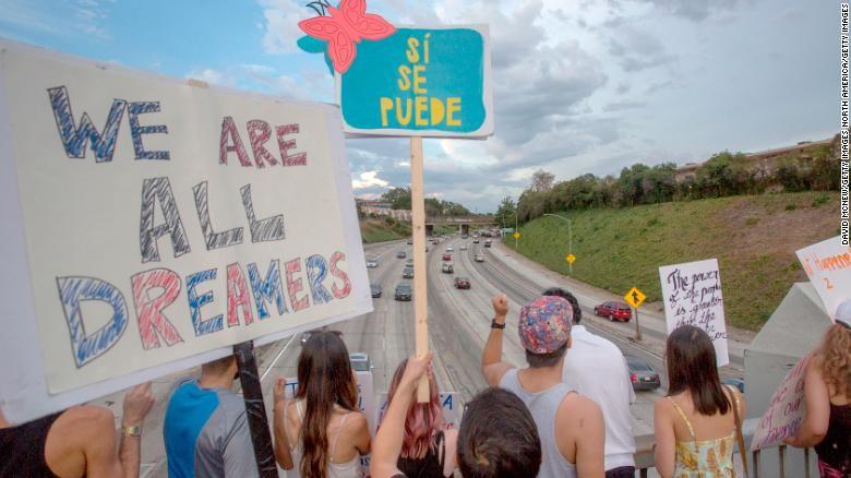 Thẩm phán liên bang Mỹ ra phán quyết khôi phục chương trình bảo hộ nhập cư DACA