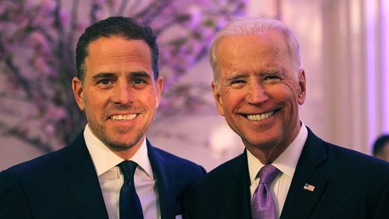 Ông Joe Biden và con trai Hunter Biden.