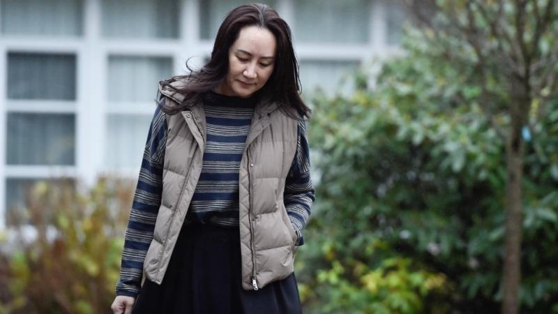 Bà Mạnh Vãn Châu rời nhà tới dự phiên tòa ở Vancouver, British Columbia, Canada ngày 7/12/2020. Ảnh: Reuters