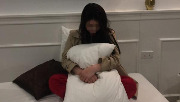 Lý Thị Thảo thời điểm bị bắt quả tang đang bán dâm trong khách sạn - Ảnh: Công an cung cấp