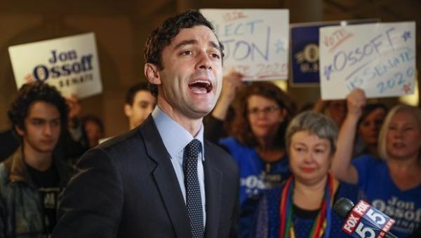 Ứng cử viên đảng Dân chủ Jon Ossoff giành chiến thắng trong cuộc đua vào Thượng viện tại bang Georgia. (Ảnh: AP)