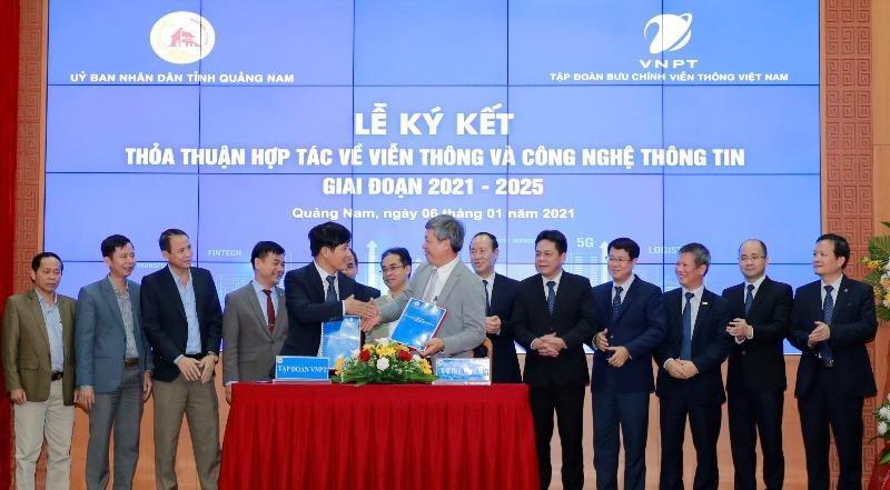 Lễ ký kết thỏa thuận hợp tác chiến lược về Viễn thông và Công nghệ thông tin giữa UBND tỉnh Quảng Nam và Tập đoàn Bưu chính Viễn thông Việt Nam giai đoạn 2021 - 2025, chiều 6/1/2021.