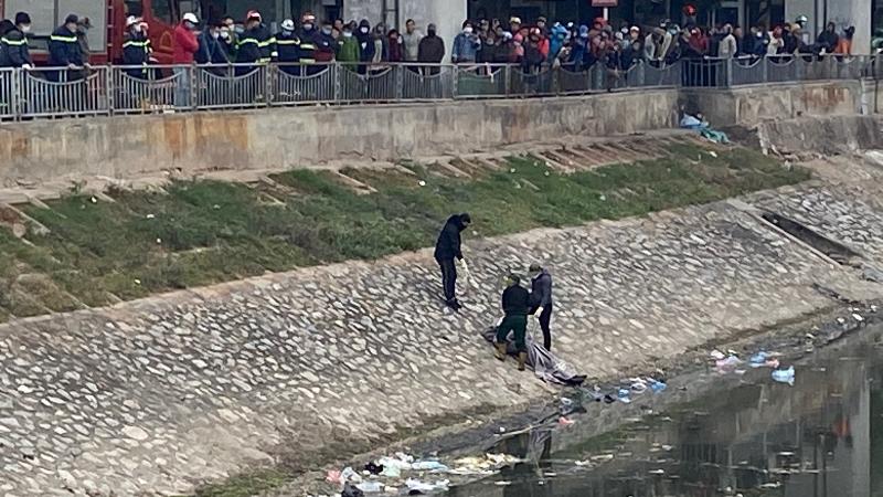 Hiện trường nơi người dân phát hiện thi thể nam thanh niên - Ảnh: Thiên Thanh