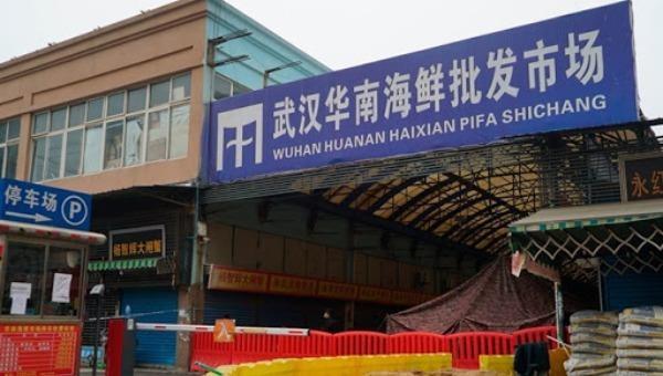 Chợ hải sản Hoa Nam ở Vũ Hán (Hồ Bắc, Tung Quốc) - nơi xuất hiện những ca bệnh COVID-19 đầu tiên.