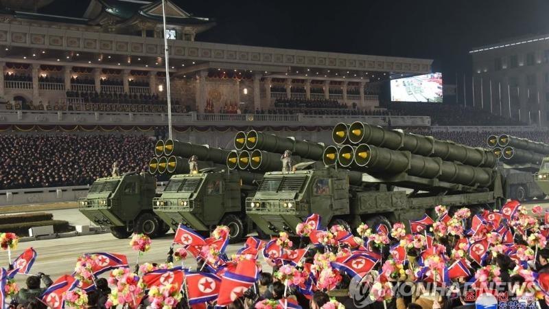 Triều Tiên duyệt binh, khoe diễn nhiều vũ khí hiện đại