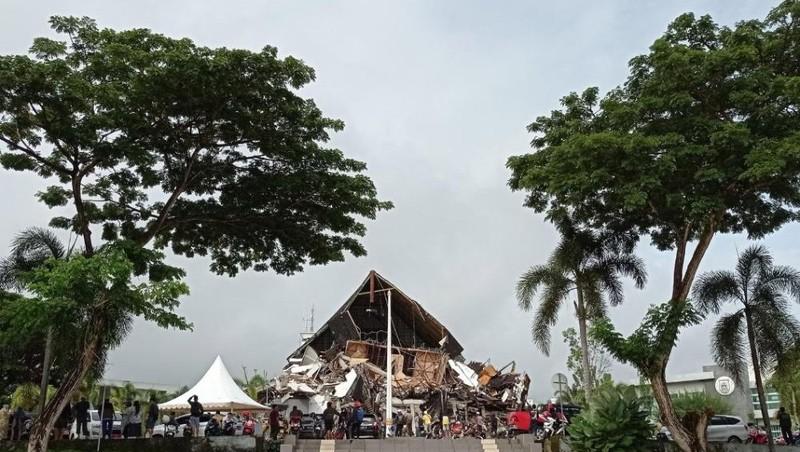 Động đất mạnh ở Indonesia, ít nhất 600 người thương vong