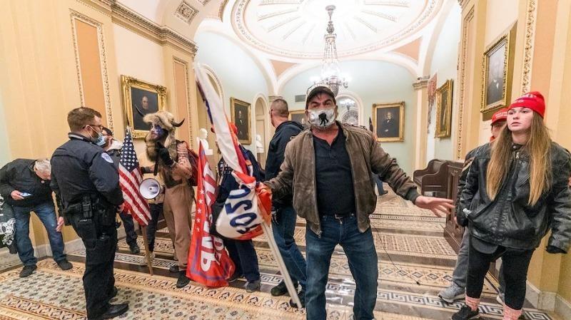 Vụ bạo loạn Điện Capitol: Yêu cầu FBI điều tra vai trò của mạng Parler