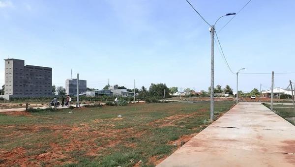 Khu vực đất phân lô bán nền mới hình thành trên địa bàn thành phố Phan Thiết. Ảnh: Nguyễn Thanh/TTXVN.