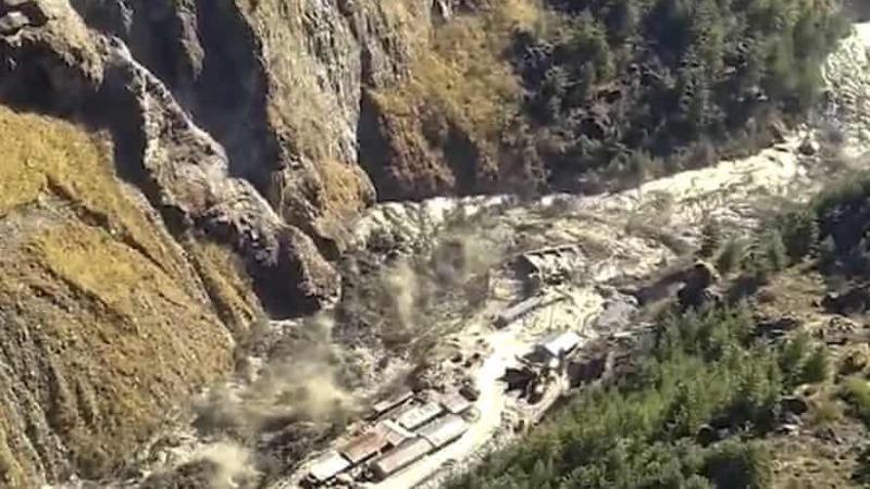 Thảm họa lở núi băng Himalaya làm vỡ đập ở Ấn Độ, 150 người chết và mất tích