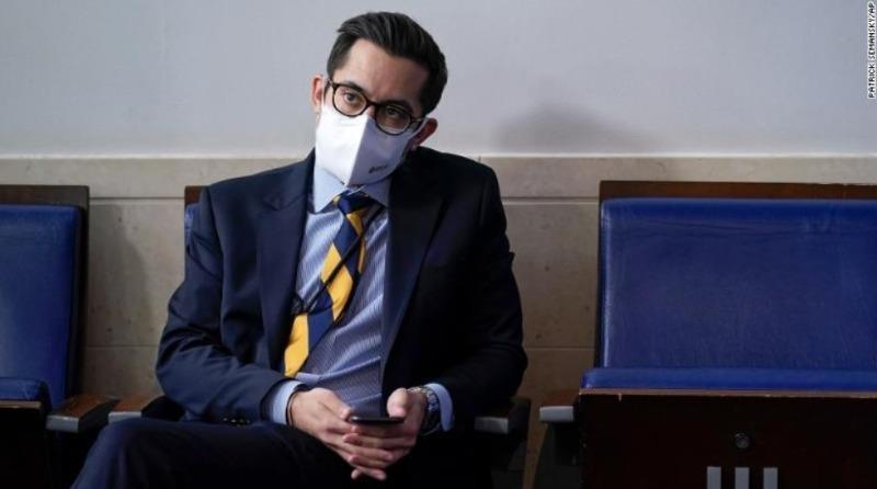 """""""Lỡ lời"""" với phóng viên, quan chức đầu tiên trong chính quyền Biden mất việc"""
