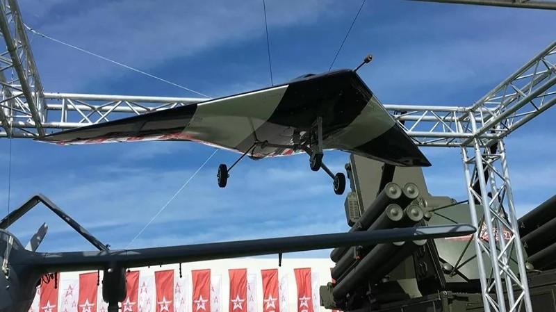 Máy bay không người lái tấn công hạng nặng S-70 Okhotnik (Thợ săn).