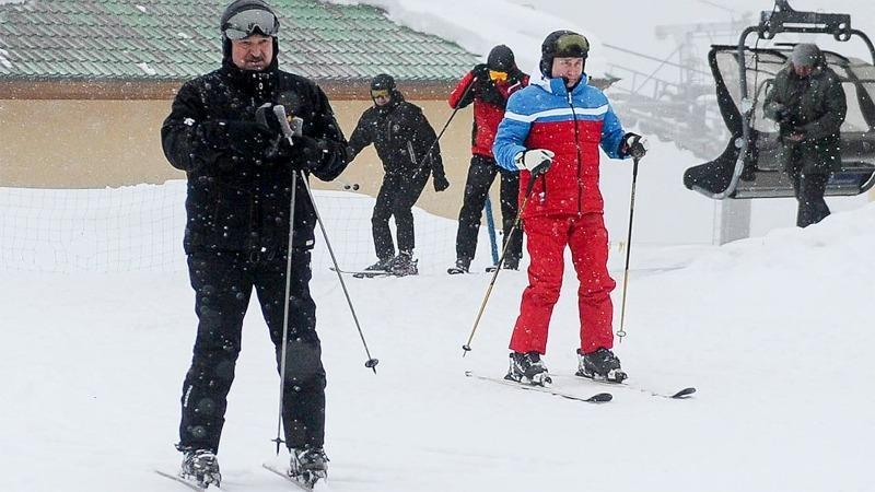 Video Tổng thống Nga Putin đi trượt tuyết cùng người đồng cấp Belarus