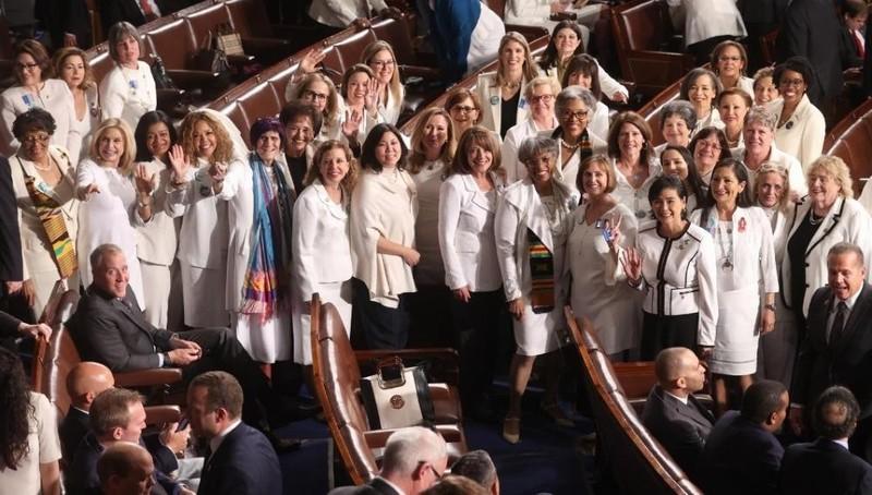 Châu Mỹ có tỷ lệ phụ nữ trong nghị viện cao nhất với 32,4%. Trung Đông và Bắc Phi có mức thấp nhất với 17,8%.