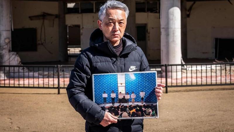 Mai, 12 tuổi, con gái của Noriyuki Suzuki, đã thiệt mạng khi cơn sóng ập đến trường tiểu học của cô. Ảnh: Kazuma Obara