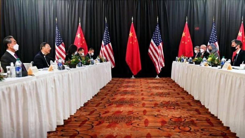 Mỹ - Trung tranh cãi nảy lửa trong cuộc gặp cấp cao đầu tiên của nhiệm kỳ tổng thống Biden