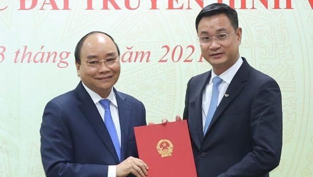 Thủ tướng Nguyễn Xuân Phúc trao Quyết định bổ nhiệm cho ông Lê Ngọc Quang. (Ảnh: Thống Nhất/TTXVN)
