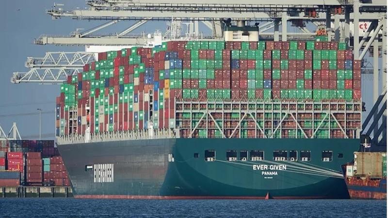 Giá vận tải biển tăng vọt do sự cố tắc nghẽn trên kênh đào Suez