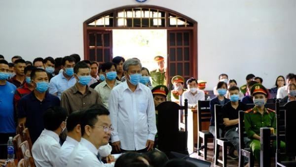 Trịnh Sướng và 38 bị cáo tại phiên tòa ngày 14/4.