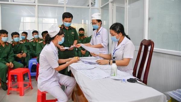 Bệnh viện Quân y 121 triển khai tiêm vaccine phòng COVID-19. Ảnh: TTXVN