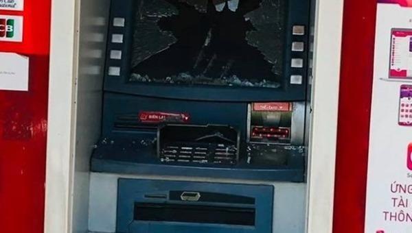 Tạm giữ nghi phạm đập vỡ nhiều trụ ATM tại tỉnh Bình Dương