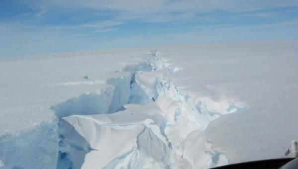 Tảng băng khổng lồ đang phá vỡ một phần Nam Cực