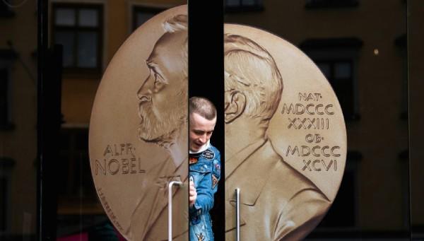 Ai là chủ nhân đầu tiên của giải Nobel 2019?