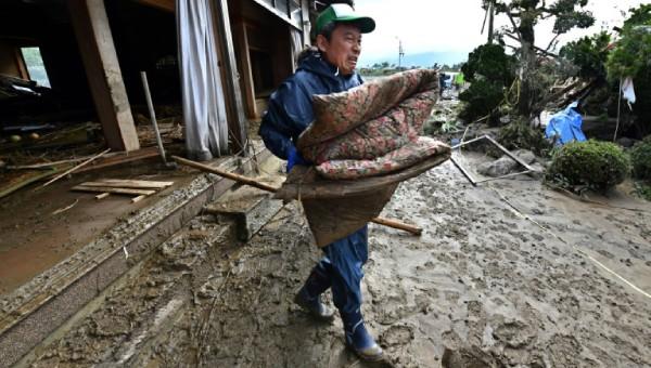 Gần 70 người chết, hơn 10 người mất tích do bão ở Nhật