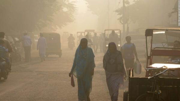 Ngày đầu tuần người dân Ấn Độ nghẹt thở trong khói bụi
