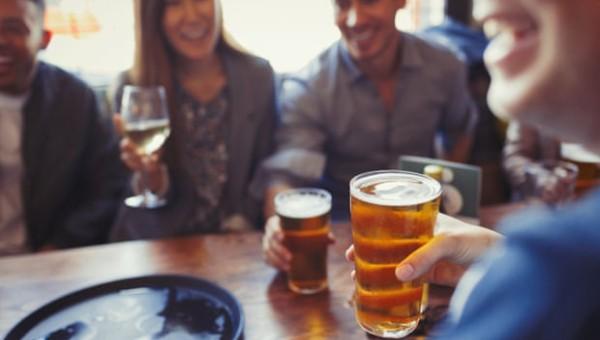 'Uống hai ly rượu mỗi ngày không còn an toàn cho sức khỏe'
