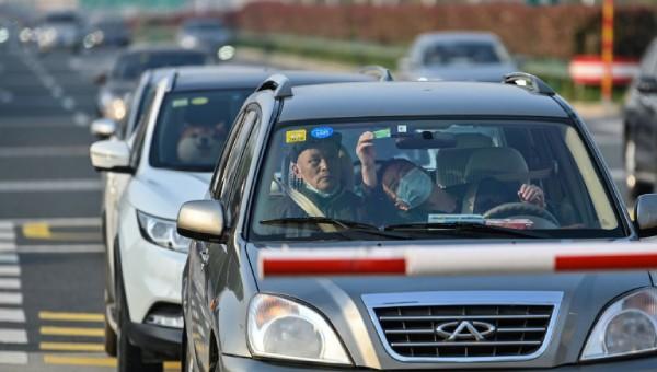 Người dân tại Vũ Hán bắt đầu được rời khỏi thành phố