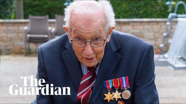Cựu chiến binh 99 tuổi quyên góp tiền cho Dịch vụ Y tế Quốc gia bằng cách đi bộ