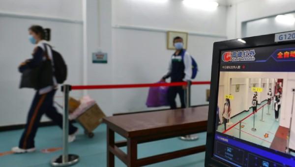 Học sinh vùng tâm dịch Vũ Hán bắt đầu quay trở lại trường học