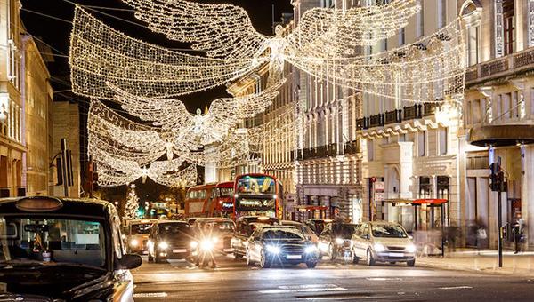 London được trang hoàng rực rỡ, trước khi chính phủ nước này ban hành những quy định đóng cửa nghiêm khắc qua lễ Giáng sinh.