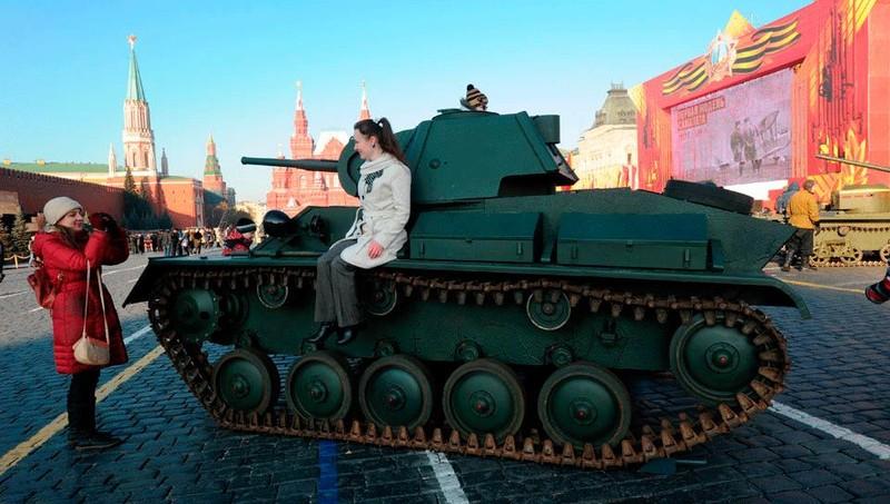 """Ngày 7 tháng 11 đã là """"ngày lịch đỏ"""" trong gần một thế kỷ ở nước Nga"""