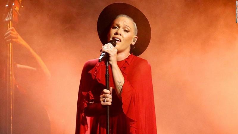 Vượt qua Covid-19, ca sĩ Pink ủng hộ 1 triệu đô-la chống dịch