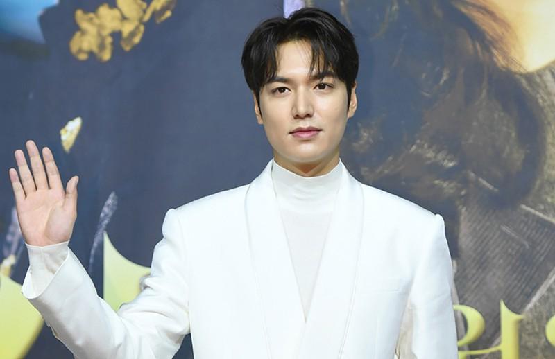 """Trở lại sau một thời gian dài vắng bóng, Lee Min Ho tiếp tục """"đốn tim"""" người hâm mộ bởi vẻ ngoài điển trai cùng thần thái ấn tượng."""
