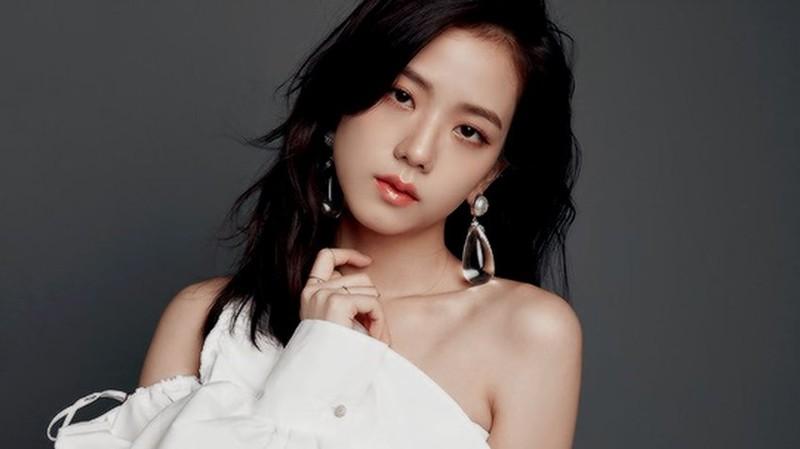 Jisoo luôn được đánh giá nữ thần tượng có vẻ đẹp tiêu chuẩn của một diễn viên.