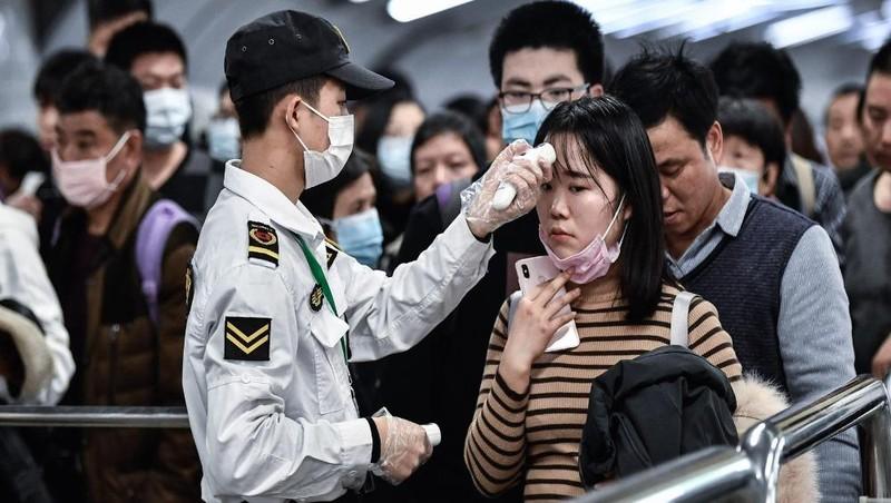 Thế giới đang nỗ lực phòng chống dịch Covid-19. Ảnh: Stringer/Anadolu Agency via Getty Images
